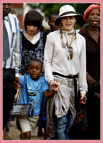 FP_3903396_BARM_Madonna_Malawi_102909