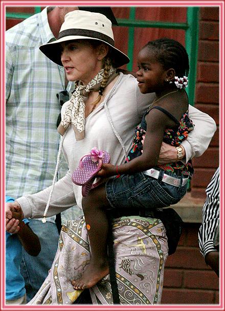 FP_3904121_BARM_Madonna_Malawi_102909