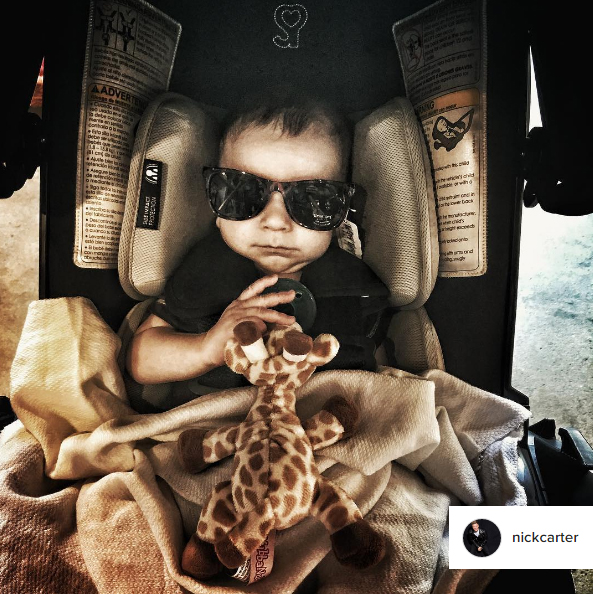 nick_carter_instagram_wubbanub_giraffe_pacifier